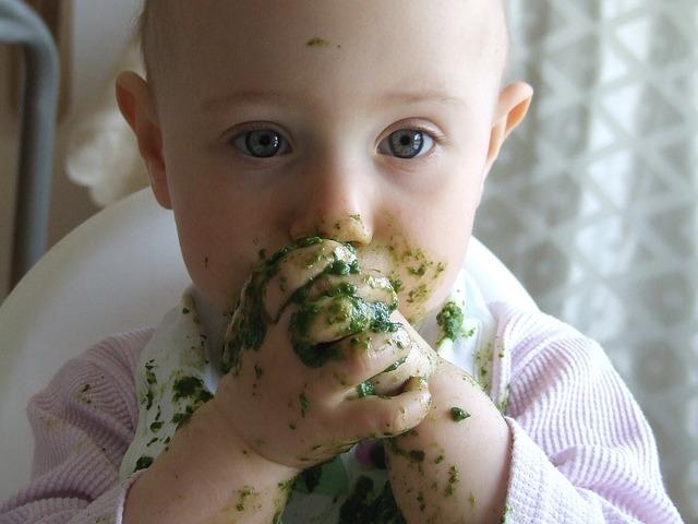 dítě se špenátem