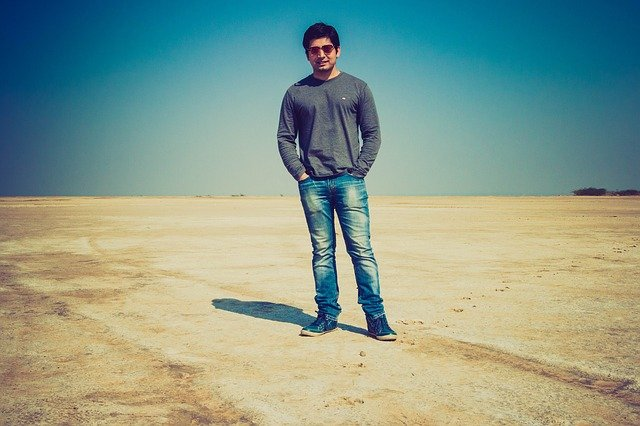 muž, sluneční brýle, poušť