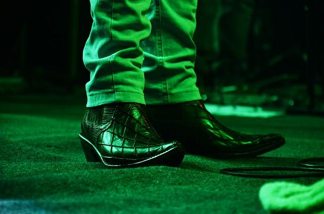 nohy, boty, špičky