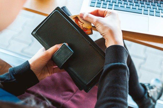 černá peněženka
