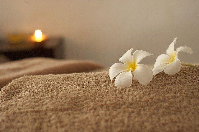 květy na ručníku