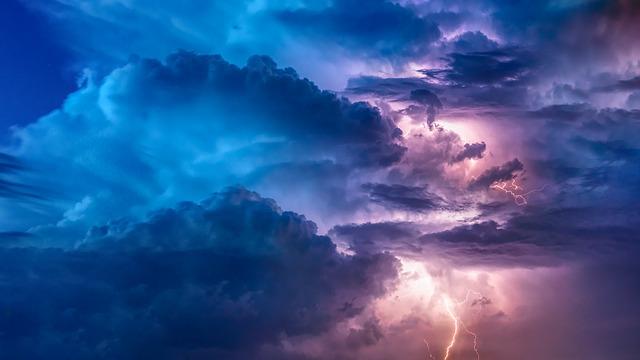 záblesky bouře